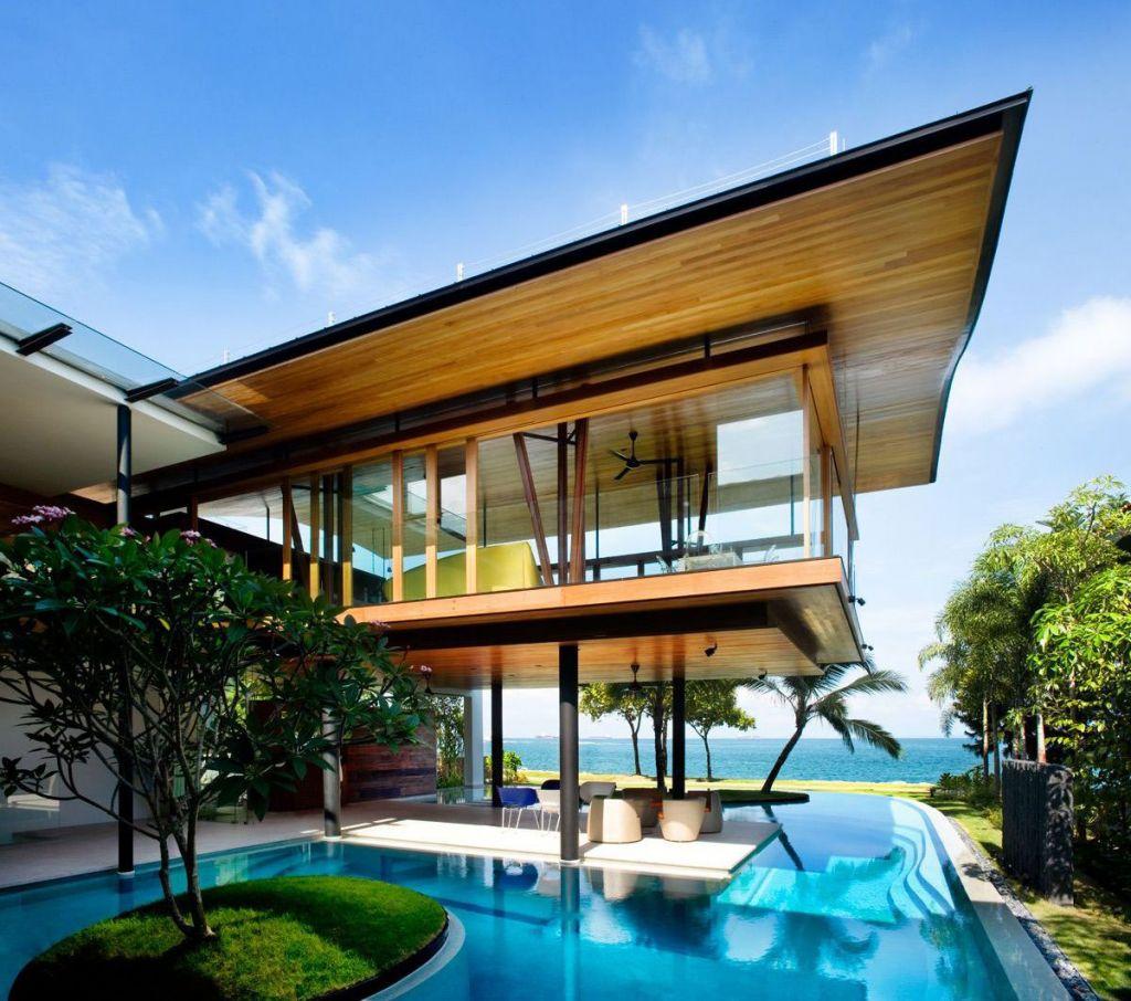 Amazing Pool under Balcony