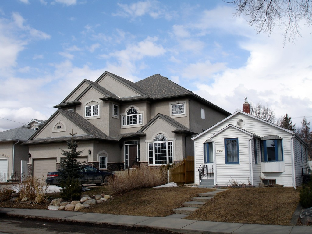 Big house next to small house dream homes mortgage for Large house builders